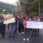 Trabajadores del Ivic cierran la Panamericana para exigir mejores condiciones laborales