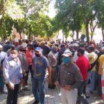 Usuarios se concentran en gobernación y en la Zodi del estado Sucre exigiendo gasolina