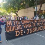 (Vídeo) Tercer día de protesta de los jubilados de Pdvsa en La Campiña